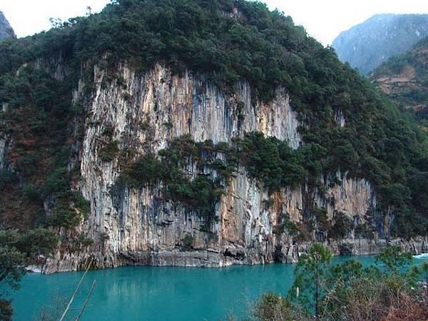 峽谷邊的岩壁