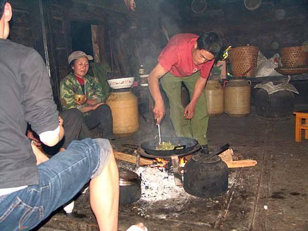 飯煮好後就換上大鍋炒菜