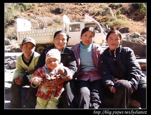 西藏松塔水力發電站附近的藏民
