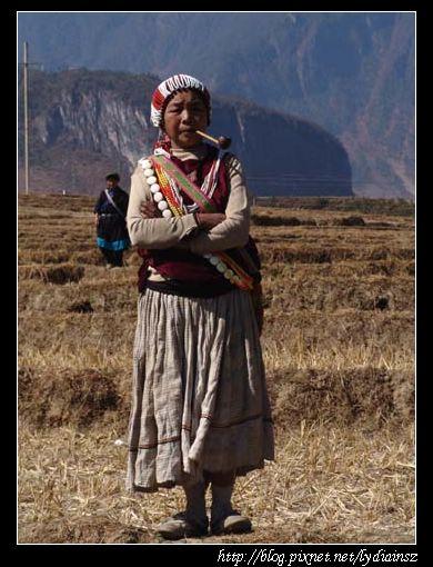 丙中洛上看獨龍族剽牛節的傈僳族婦人