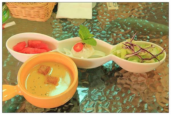 套餐附的沙拉+湯