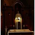 講台旁的小祭壇