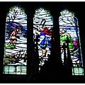 比較特別的是這邊的玻璃上不是聖經故事