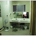 小浴室外的盥洗區