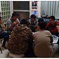 男人齊聚打牌