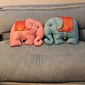 沙發與兩隻象