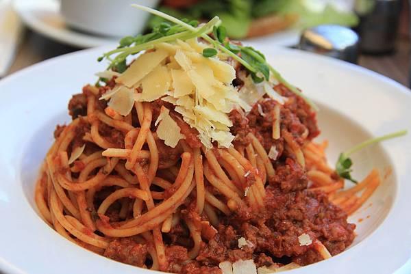 超普通的肉醬義大利麵
