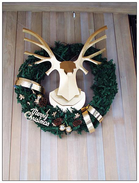 門口的聖誕花環