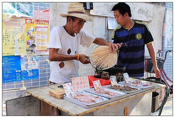 隔壁賣烤魷魚的阿伯