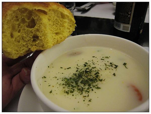 其實麵包是要配湯的!!