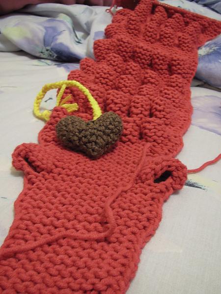 和鱷魚圍巾的頭比大小