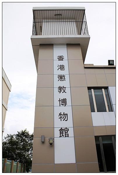 是兩層樓的建築