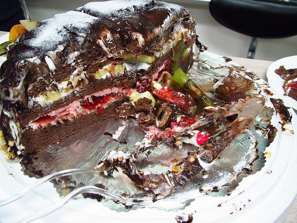 杯盤狼藉的蛋糕...