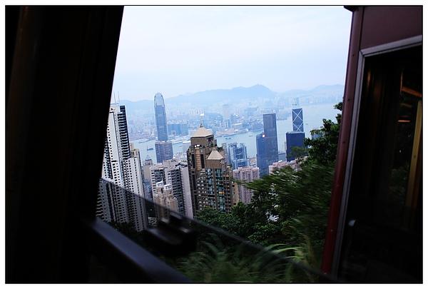 上山途中也可以欣賞一旁的美景~