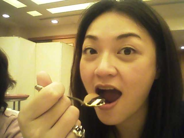 晚餐依定得吃口蛋糕ㄉ.JPG