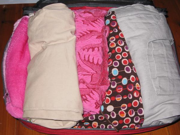 東歐之旅的衣服 (粉紅色的是絲巾和sarong)