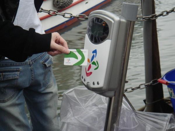 """現在坐船也可以用""""滴滴卡""""唷~~好進步的台灣"""