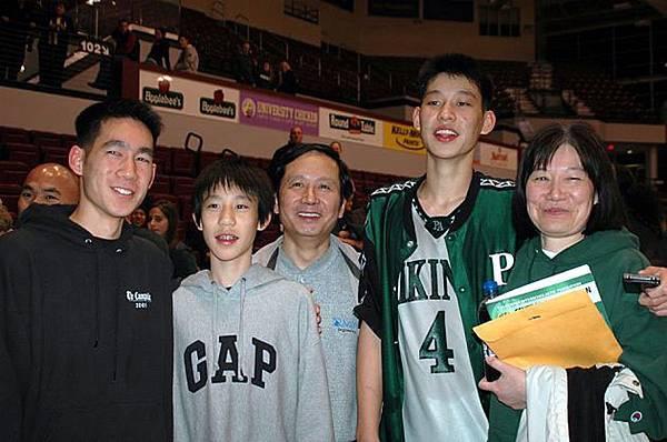 林書豪與勇士隊簽約 NBA首位台裔球員1.jpg