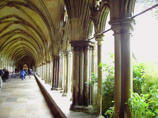 15. The Cloisters of Salisbury Cathedral (1) [索爾斯伯里教堂的迴廊]