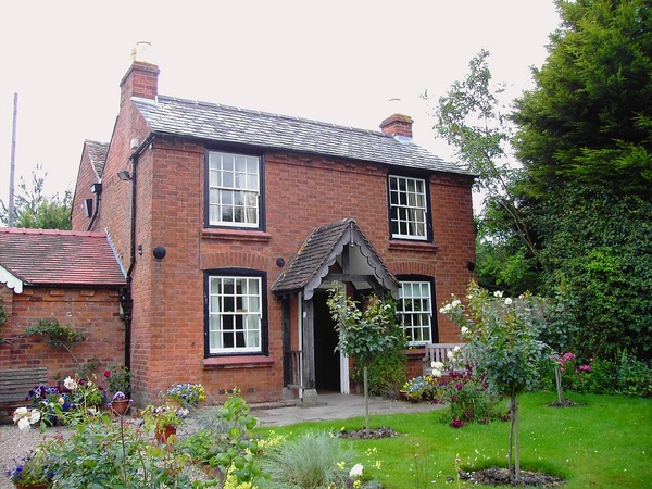 01. Elgar's birthplace - how lovely this cottage is!