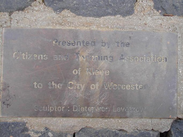 07. The description of the statue of a swan