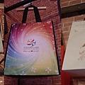15. Colourful handbags [五彩繽紛的紙袋]