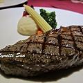 12. Grilled Strip Steak [嚴選牛排]