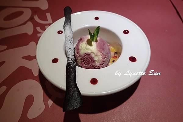 14. Raspberry Ice Cream with Chocolate Cookies [野莓鮮果冰淇淋佐巧克力脆餅]