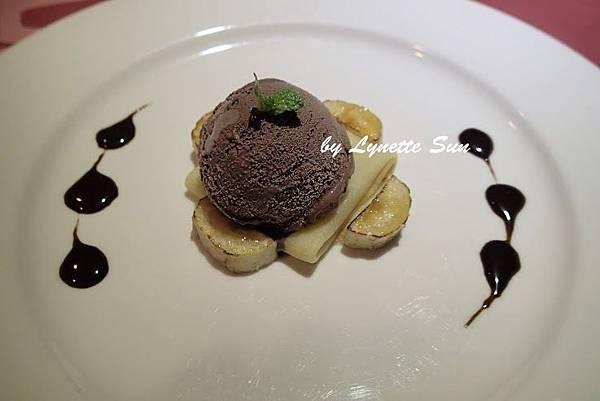16. Banana Pancakes with Chocolate Ice Cream [香蕉薄餅巧克力冰淇淋]
