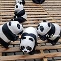 09. Paper panda pyramids [疊羅漢]