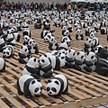 13. 3 paper pandas stick together, just like triplets. [3胞胎紙貓熊]