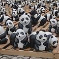 14. Paper pandas' innocent look [紙貓熊天真無辜的眼神]