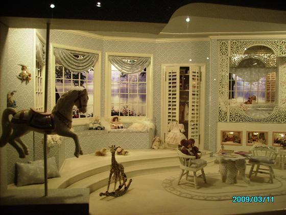 16. A dreamy dollhouse - the girl also has 3 dollhouses [夢幻娃娃屋]