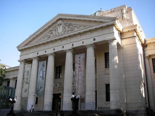 05. National Taiwan Museum - looks like the British Museum [台灣博物館像不像大英博物館外觀]