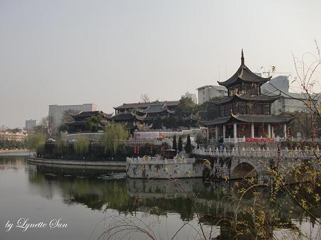 Take a photo of Jiaxiu Pavillion from another angle [從另一個角度拍甲秀樓]