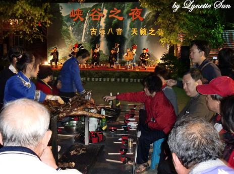 Buyi Tribe & a lamb feast  [一邊欣賞布衣族八音作唱,一邊烤羊肉來吃]