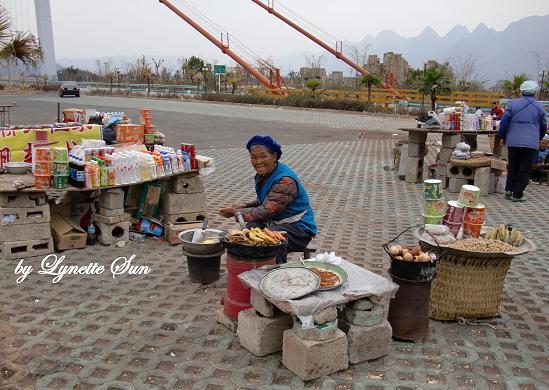 Stalls near Beipanjiang Bridge [北盤江大橋附近的攤販]