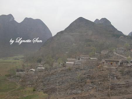 On the way from Beipanjiang Bridge to Guiyang[從北盤江大橋前往貴陽所看到的景色]