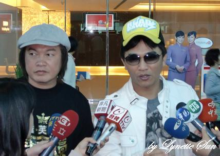 Kangkang and Wu @ the airport [康康&吳宗憲在桃園中正機場]