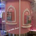 Hello Kitty Phone box [Hello Kitty造型電話亭]