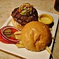 Bravo Burger酪梨醬漢堡