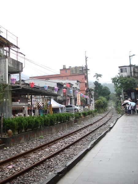 鐵路與老街比鄰