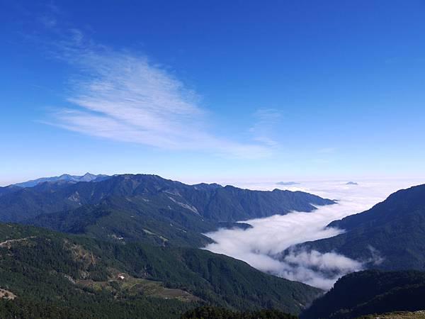 拍的有點遠的雲海