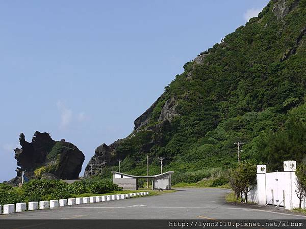 P1120968蘭嶼-左前方是龍頭岩