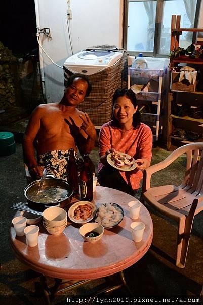 P1130394蘭嶼 服恩民宿 施爸準備一桌好吃的魚料理、生魚片