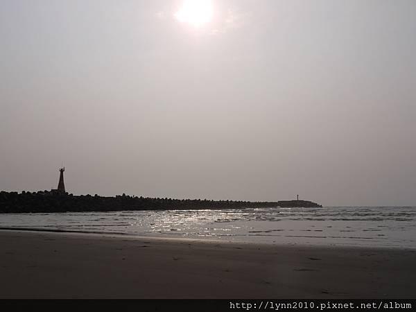 台中海邊  太陽高空掛