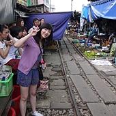 3.MaeKlong Train Market美功鐵路市場 (23)