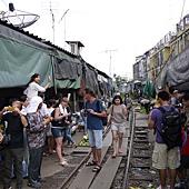 3.MaeKlong Train Market美功鐵路市場 (19)