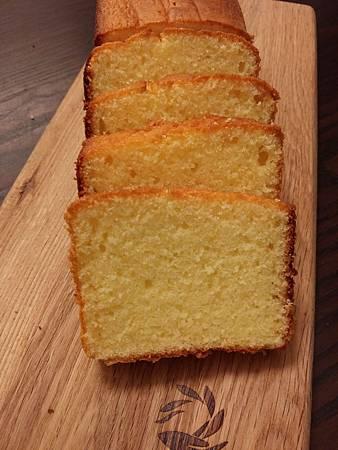 1031210檸檬蛋糕切片.jpg