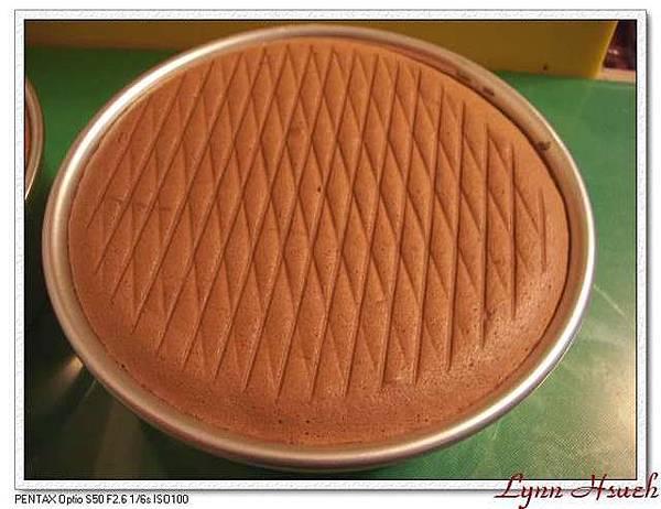 巧克力海綿蛋糕(脫模前)